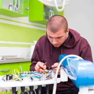 Technik elektroniki i informatyki medycznej